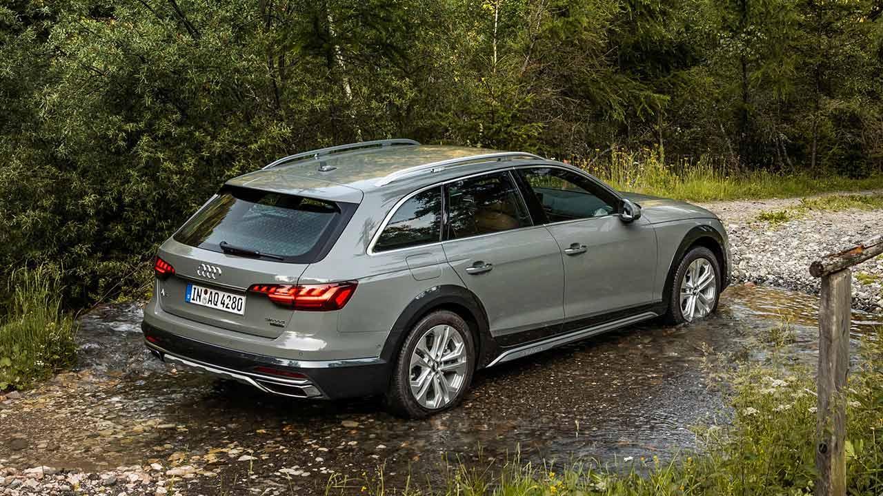 Audi A4 allroad quattro - durch den Bach
