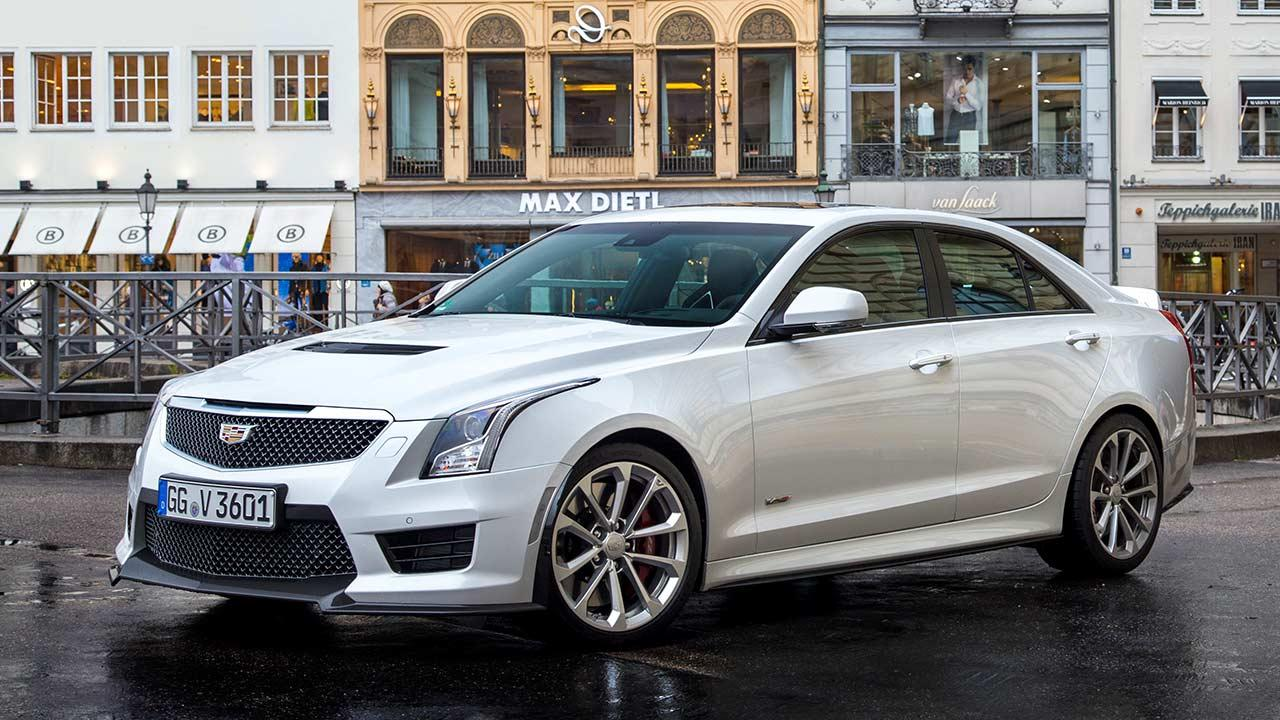 Cadillac ATS-V Limousine - in der Stadt