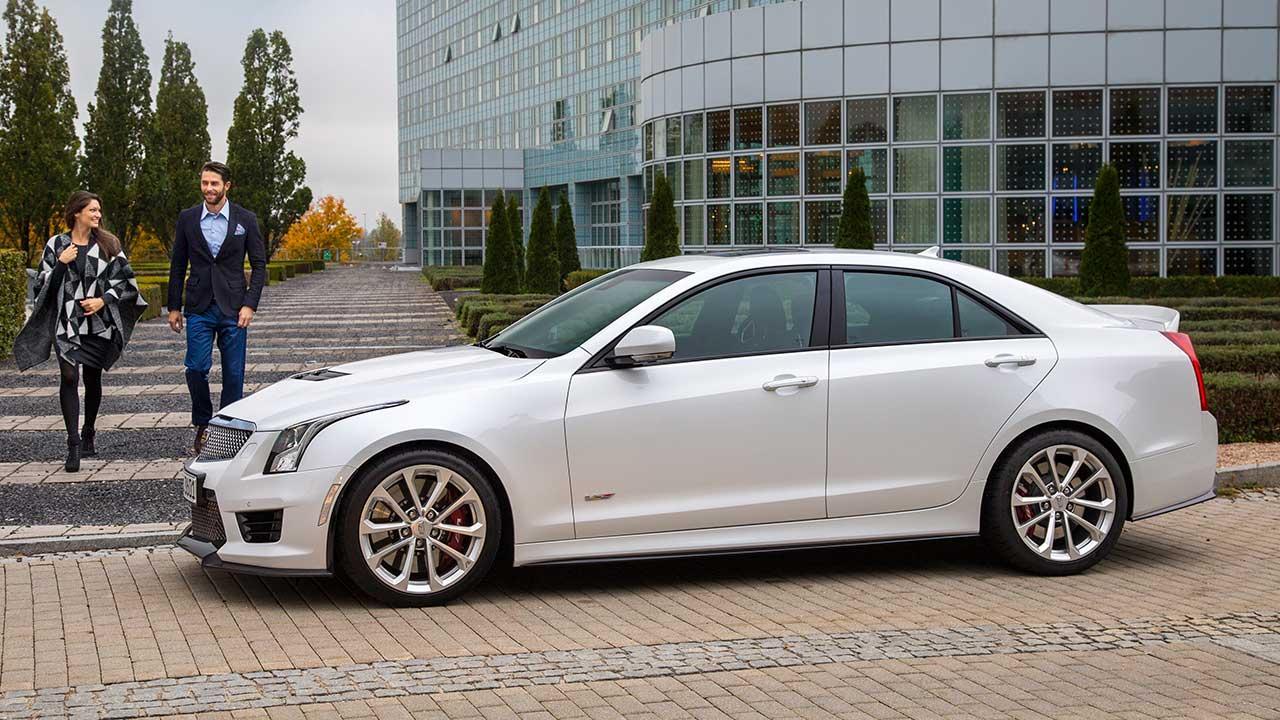 Cadillac ATS-V Limousine - am Parkplatz
