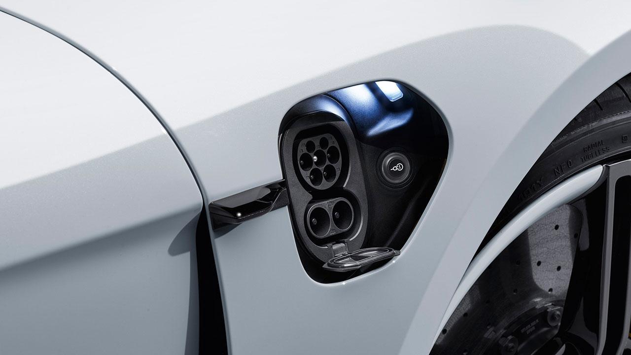 Porsche Taycan Turbo - Stromanschluß