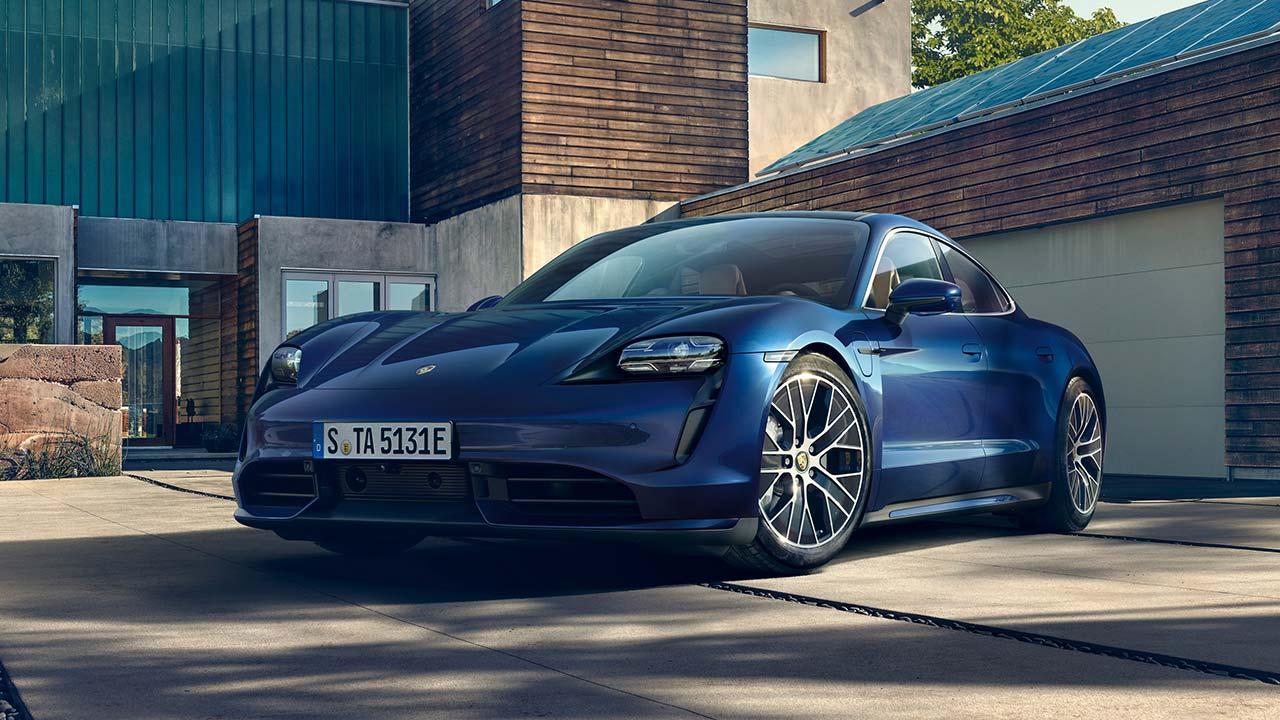 Porsche Taycan Turbo - im Hof