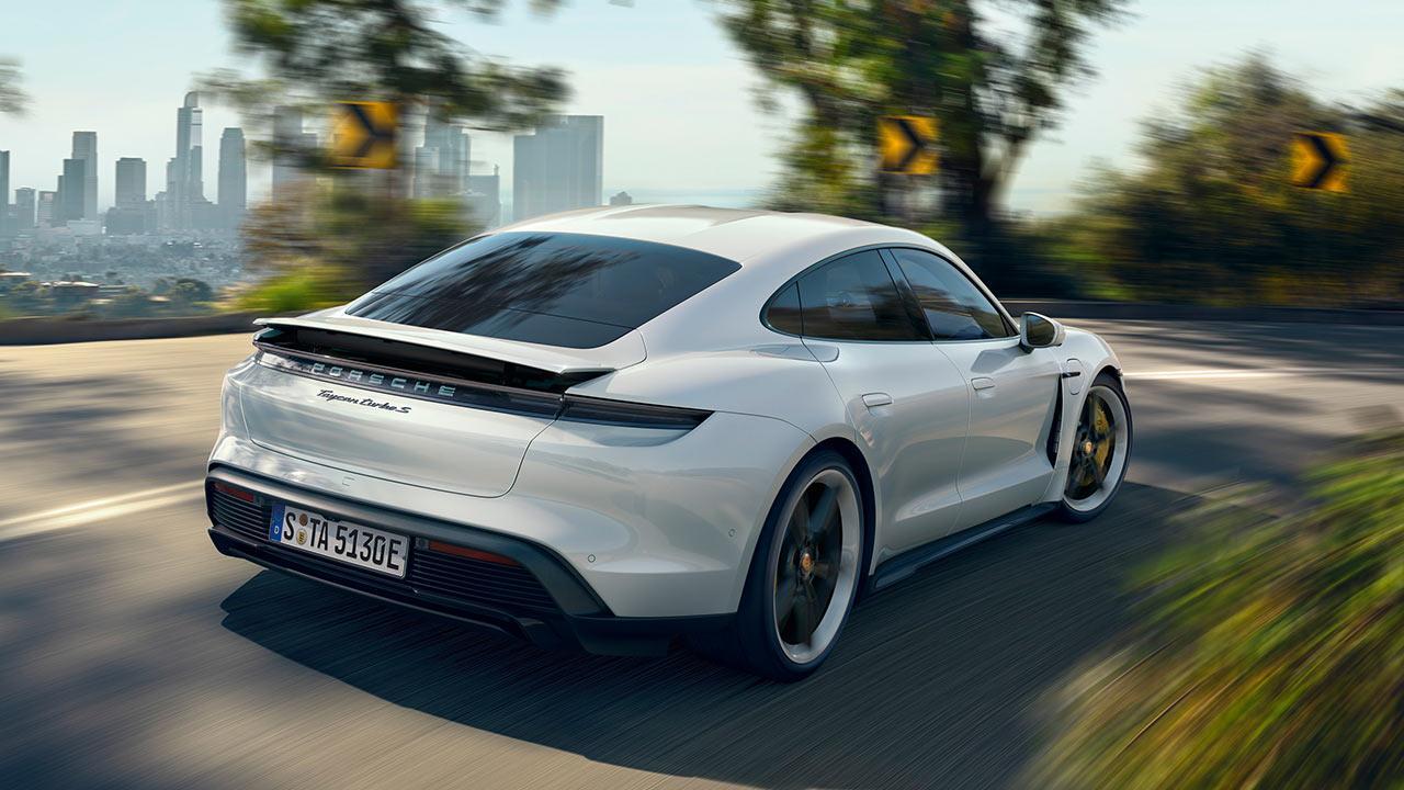Porsche Taycan Turbo S - in voller Fahrt