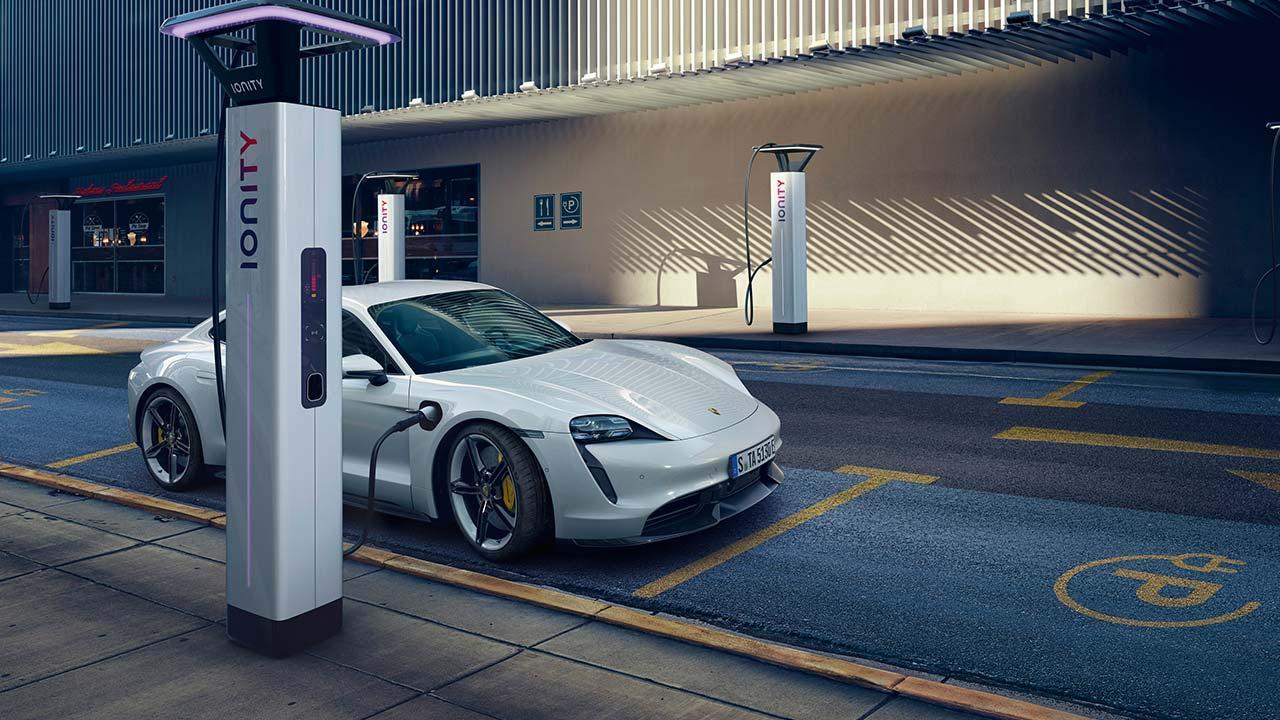 Porsche Taycan Turbo S - beim Laden