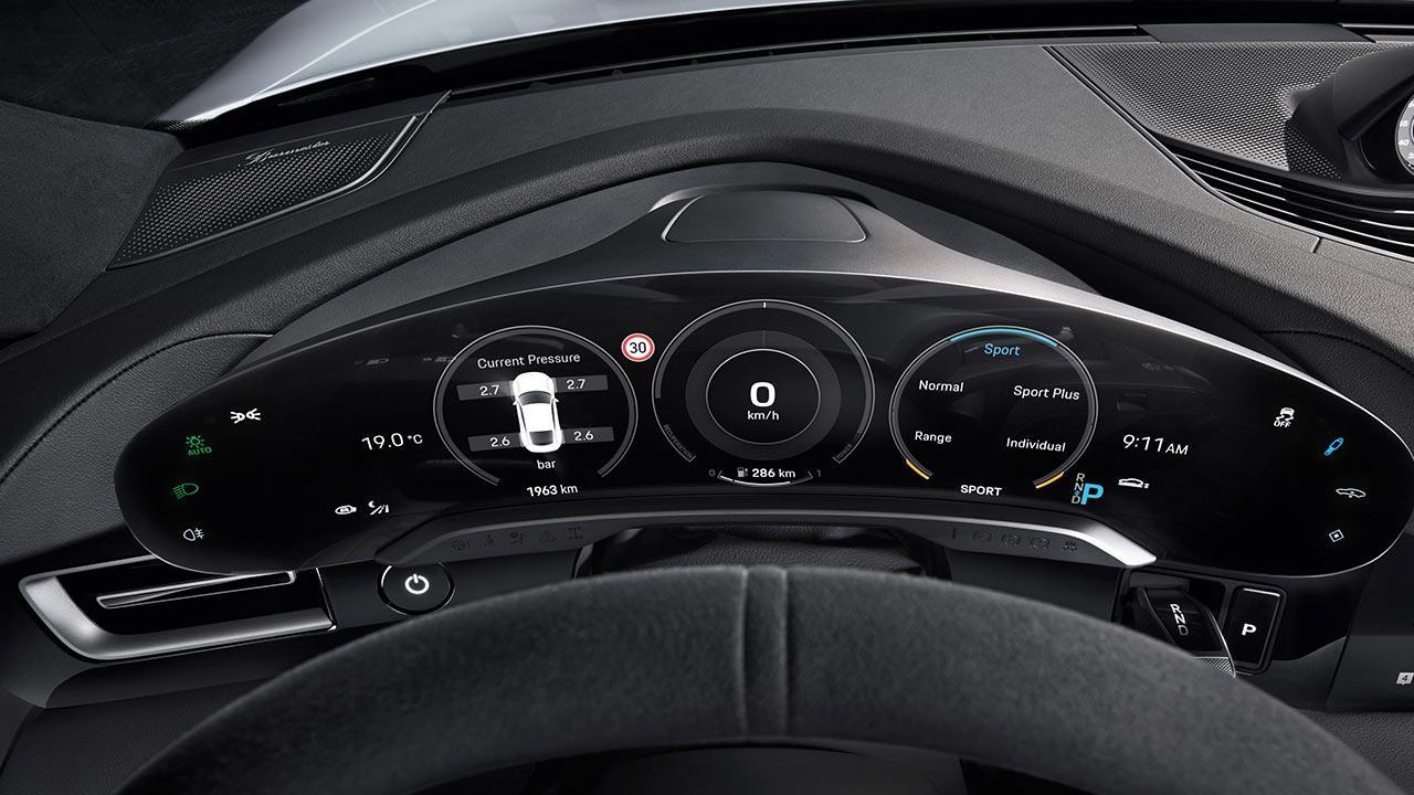 Porsche Taycan Turbo S - Instrumente