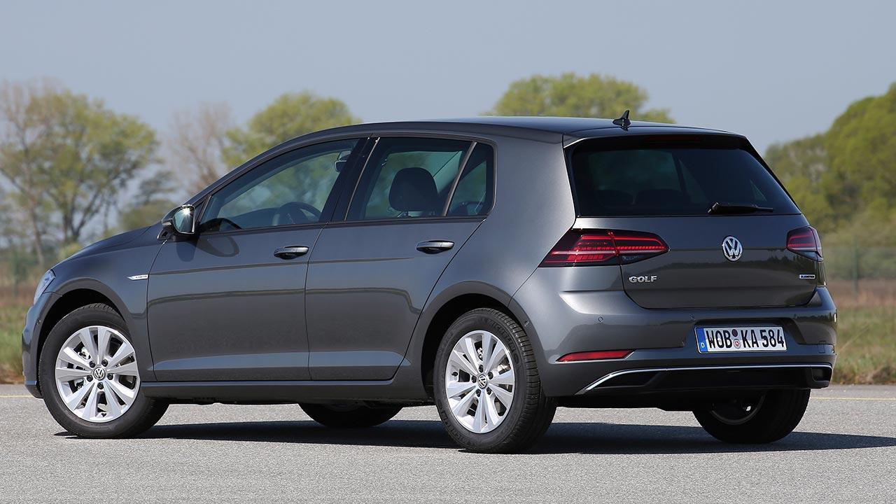 Volkswagen Golf VII TGI - seitliche Heckansicht