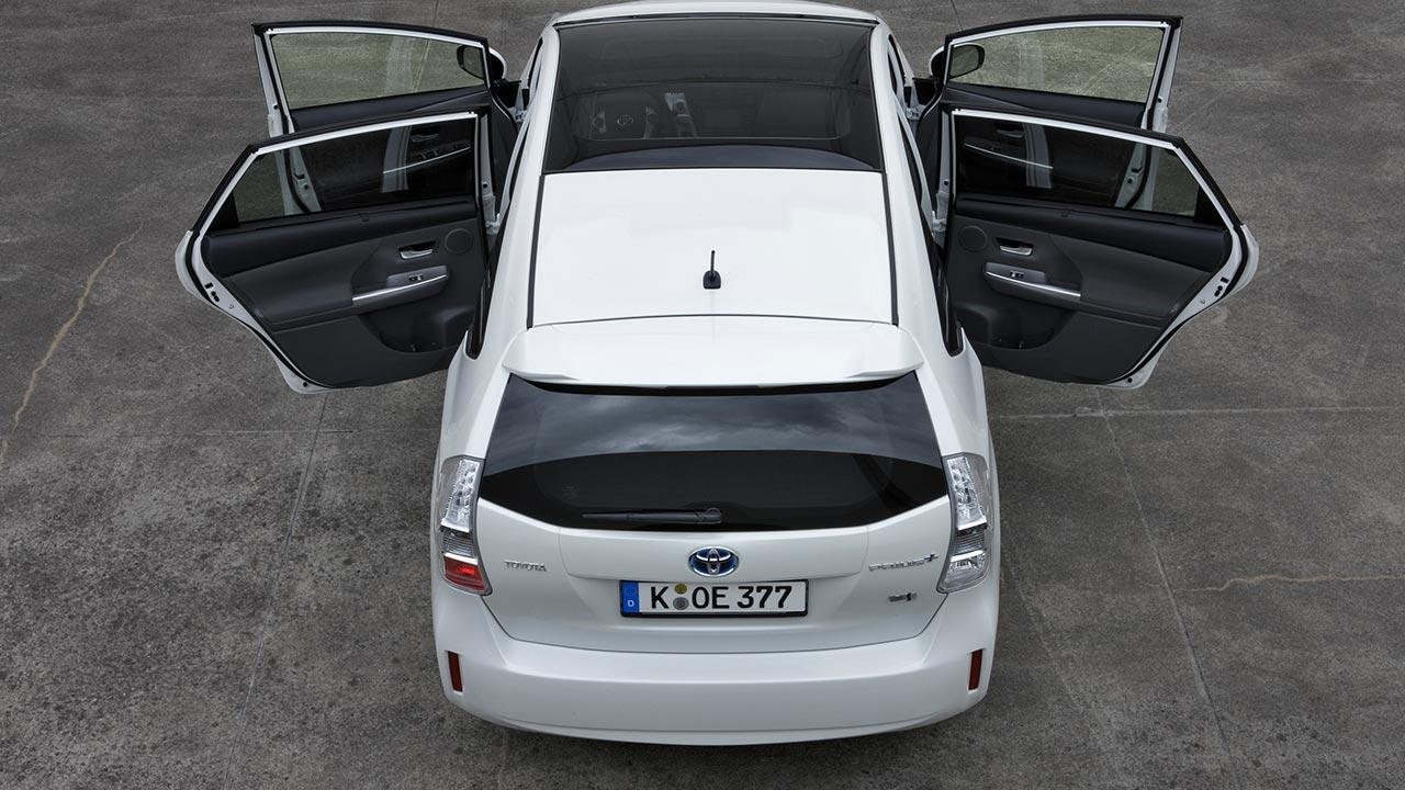 Toyota Prius Plus - mit offenen Türen
