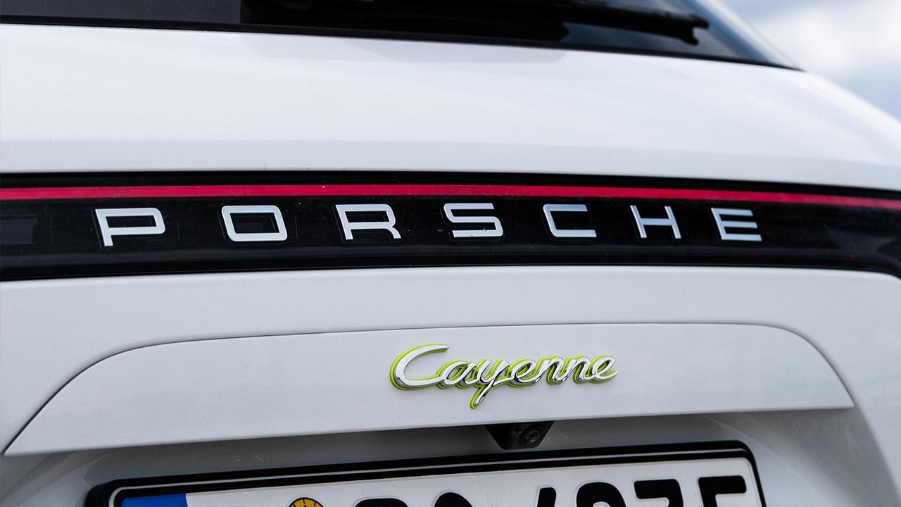 Porsche Cayenne E-Hybrid - Schriftzug