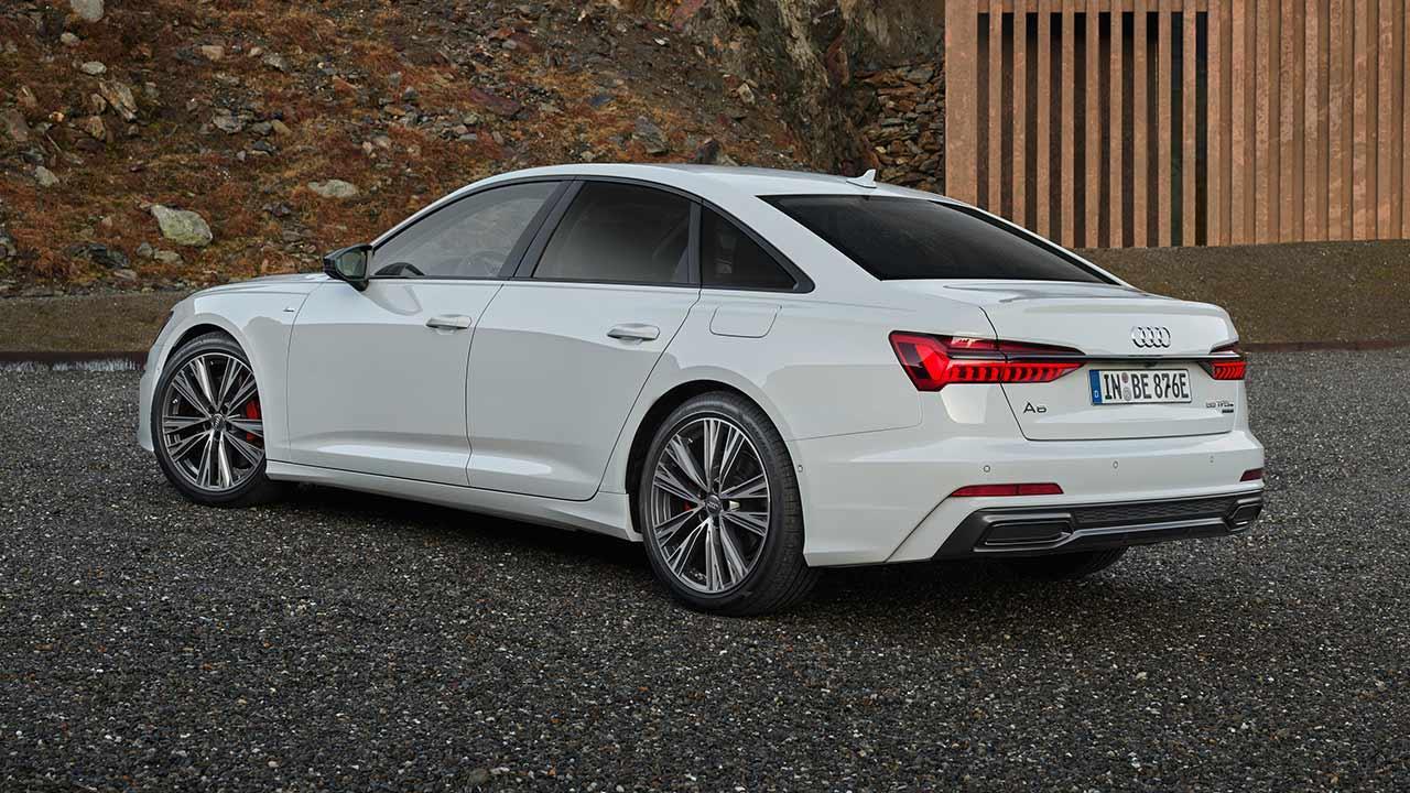 Audi A6 Limousine TFSI e - seitliche Heckansicht