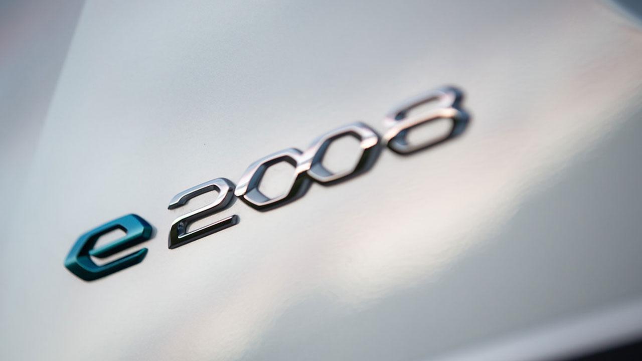 Peugeot e-2008 - Schriftzug