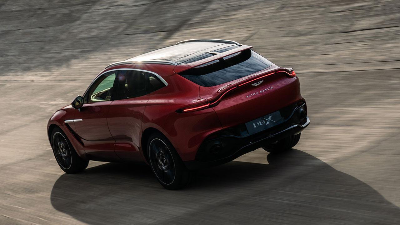 Aston Martin DBX - in der Kurve