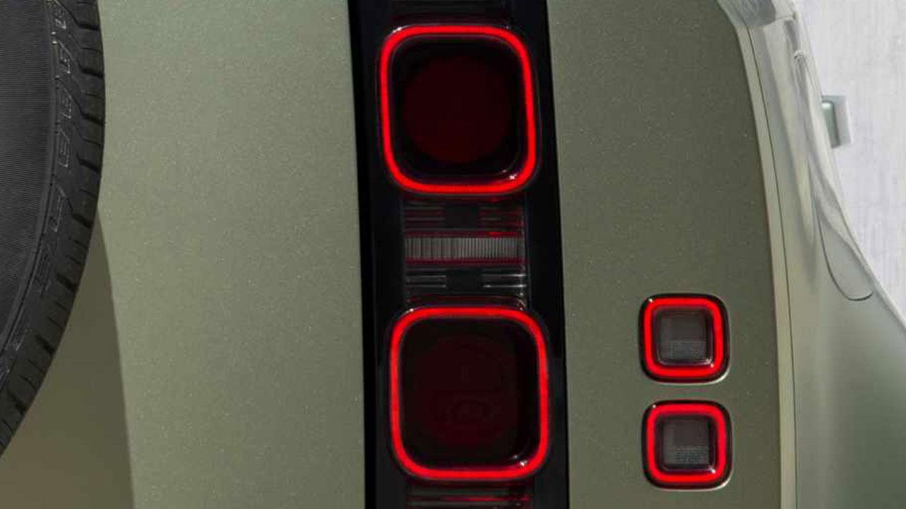 Land Rover Defender P400 - stylische Rücklichter