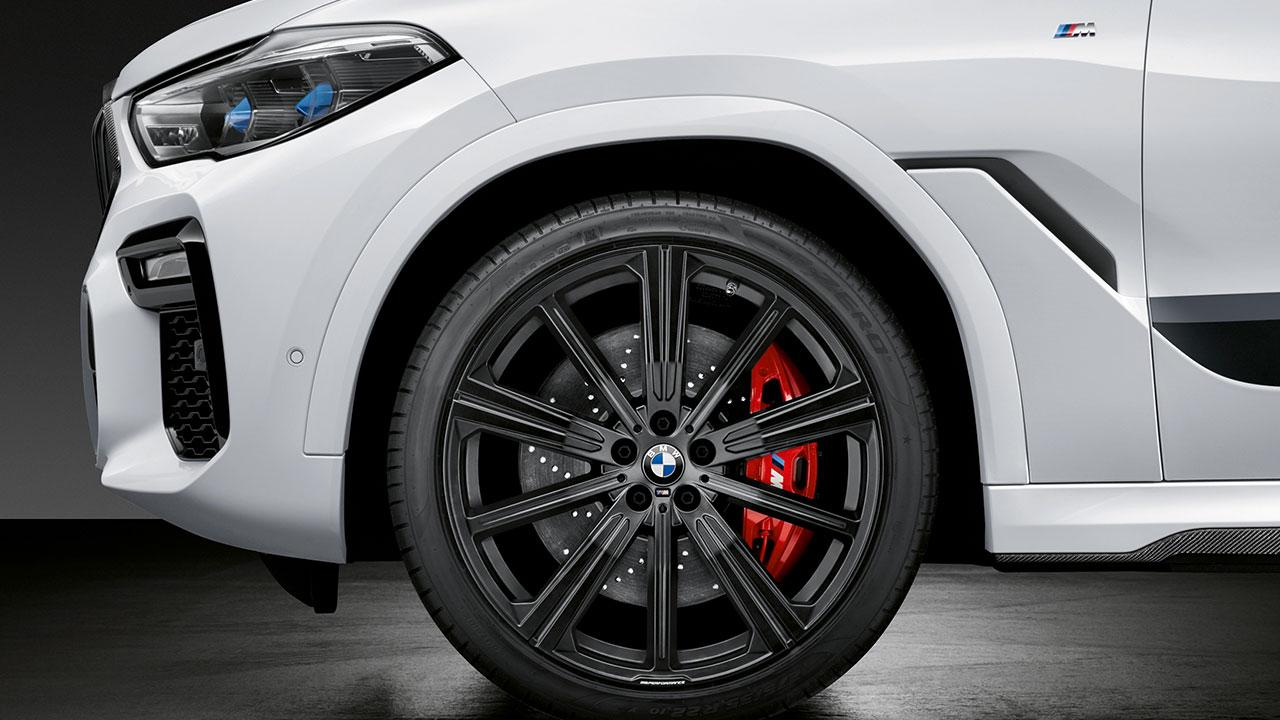 BMW X6 M Competition - roter Bremssattel