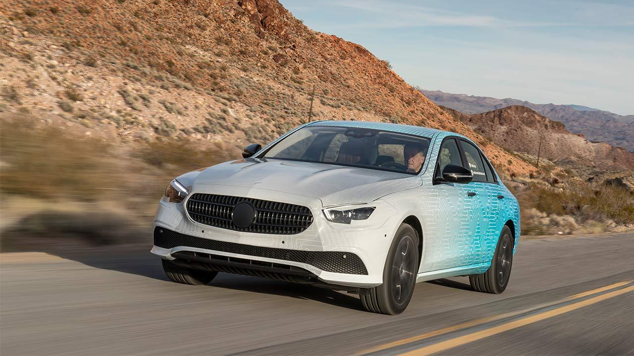 Mercedes-Benz E-Klasse im Sommer 2020 - in voller Fahrt