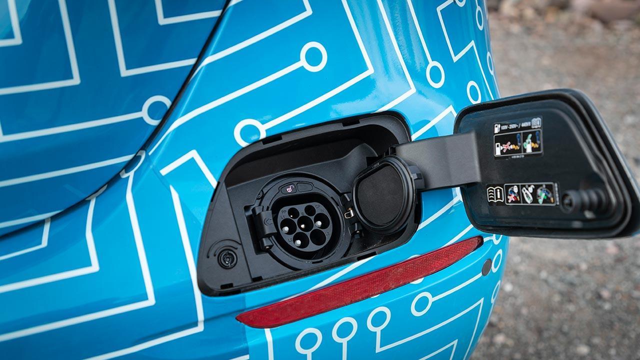 Mercedes-Benz E-Klasse im Sommer 2020 - Stromanschluss