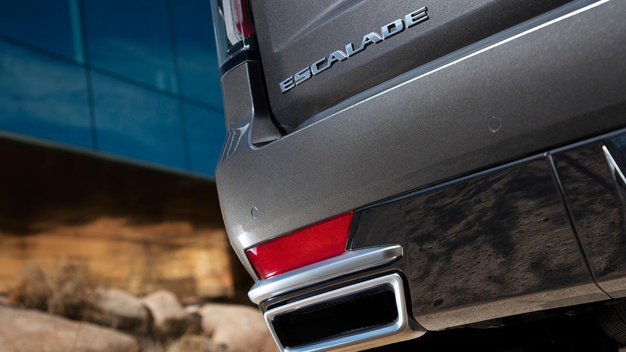 Cadillac Escalade 2021 - Schriftzug und Auspuff