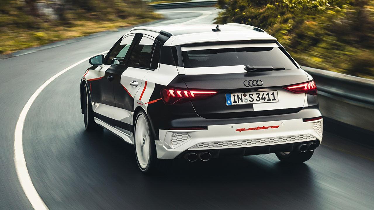 Audi A3 Sportback Prototyp  - in voller Fahrt