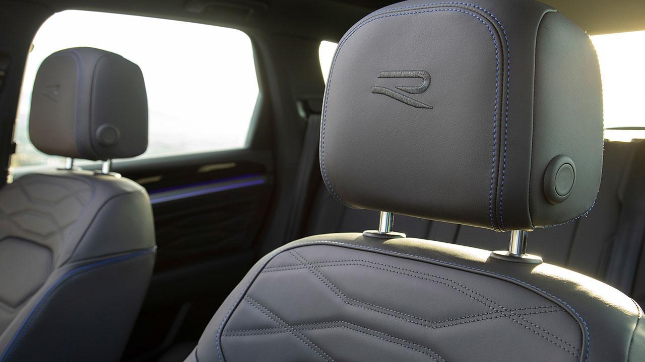 Volkswagen Touareg R - Logo auf der Kopfstütze