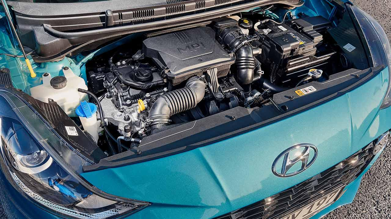 Hyundai i10 - offene Motorhaube