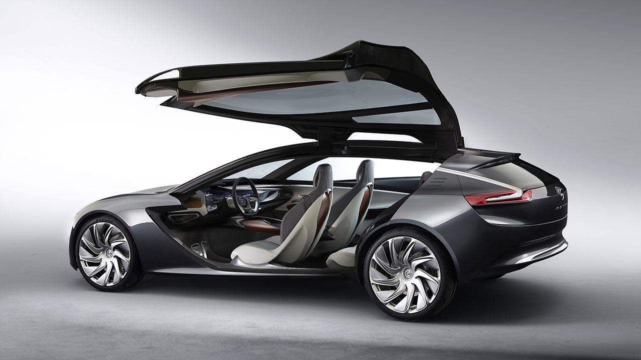 Opel Monza Concept - Seitenansicht mit offenen Türen