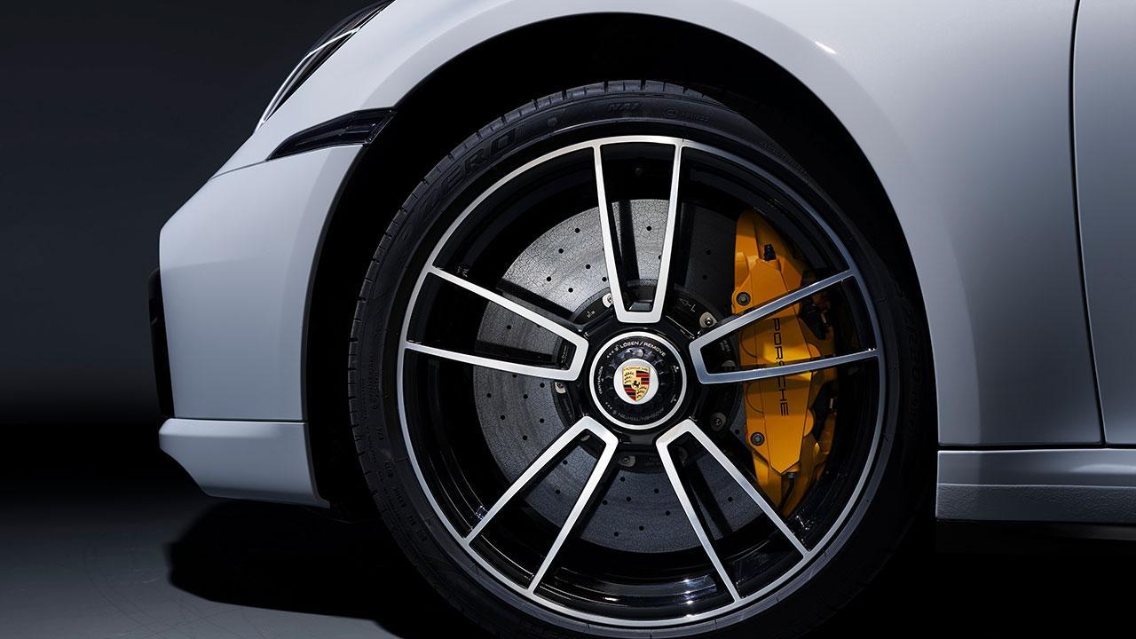 Porsche 911 Turbo S -  gelber Bremssattel
