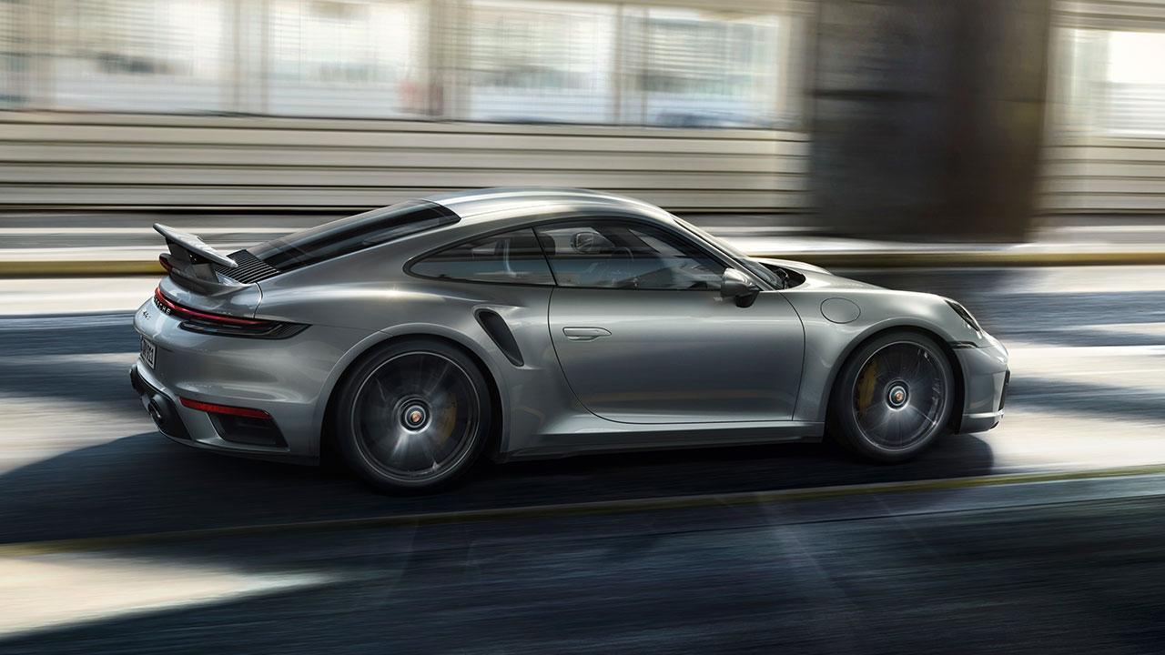 Porsche 911 Turbo S - Seitenansicht in voller Fahrt
