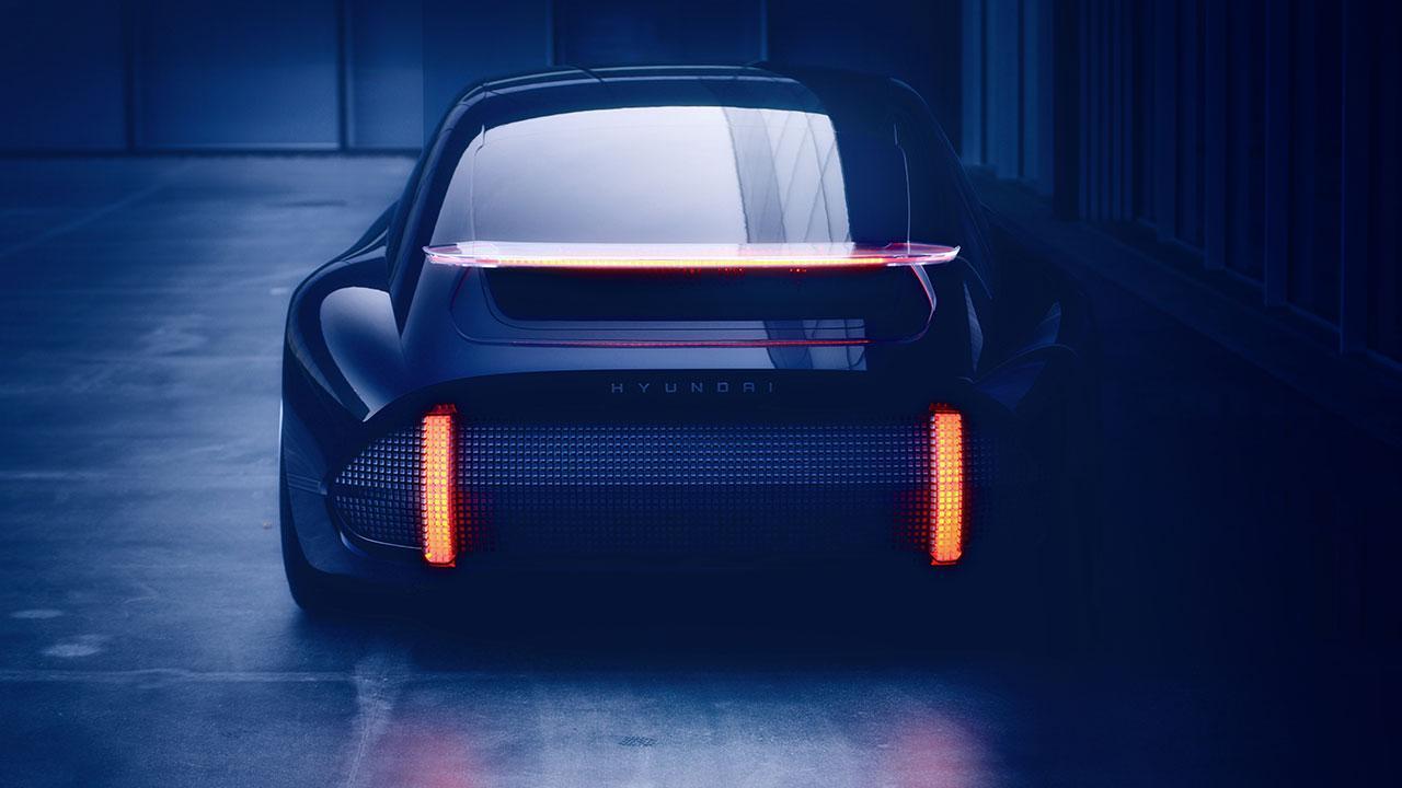Hyundai Prophercy Concept EV -  Heckansicht im Dunkeln