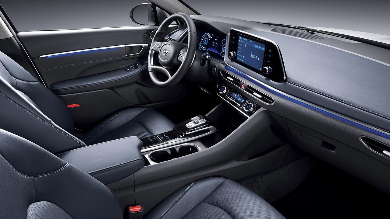 Hyundai Sonata - Cockpit