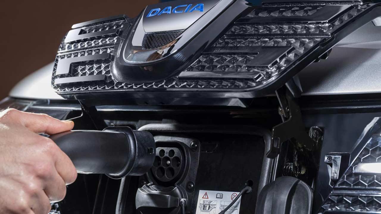 Dacia Spring Electric - Stecker im Kühlergrill