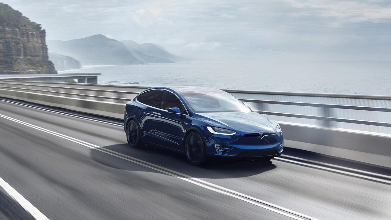 Tesla Model X - Fahrt am Meer