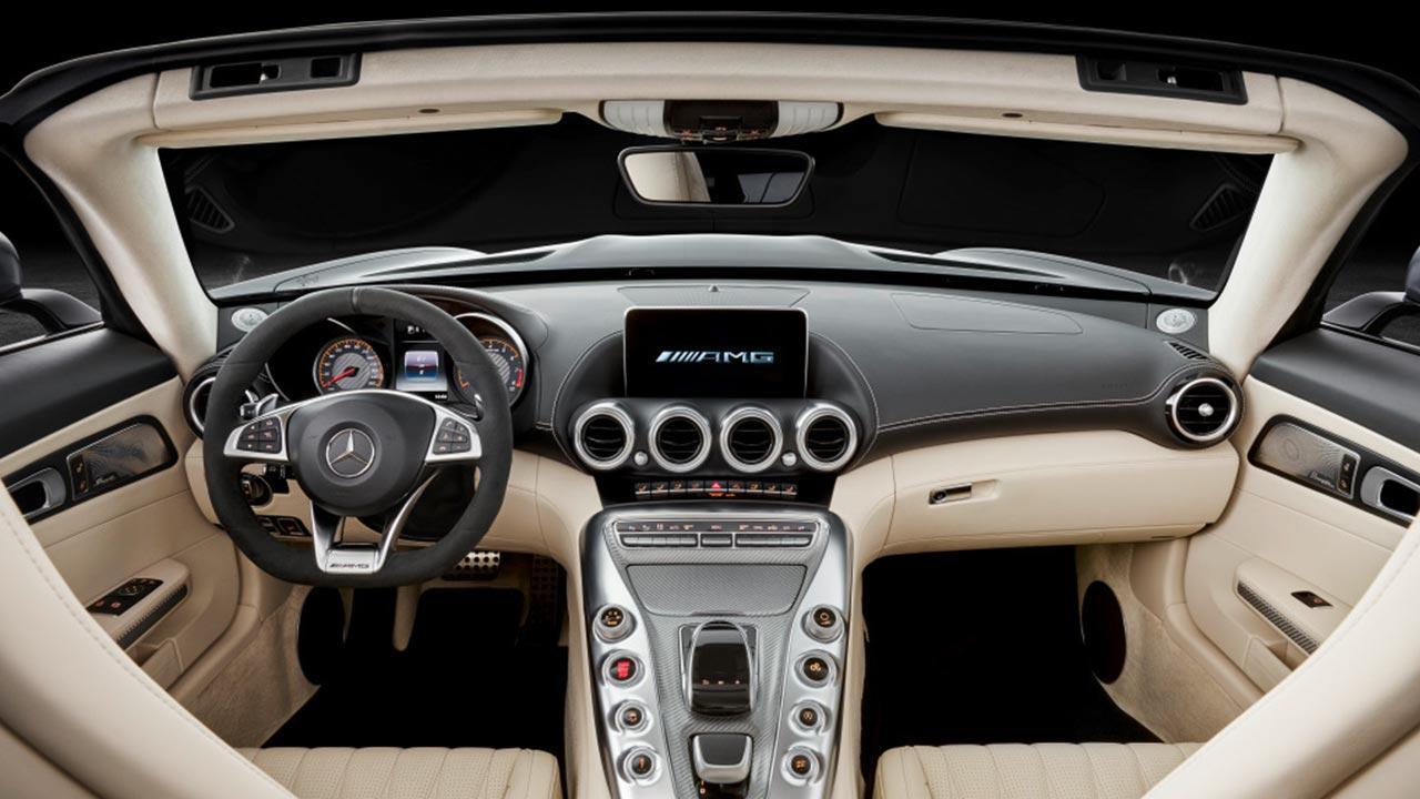 Mercedes-Benz AMG GT Roadster - Cockpit gesamt