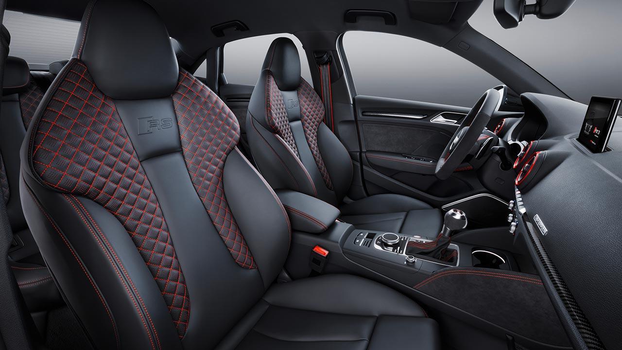 Audi RS 3 Limousine 2017 - Vordersitze