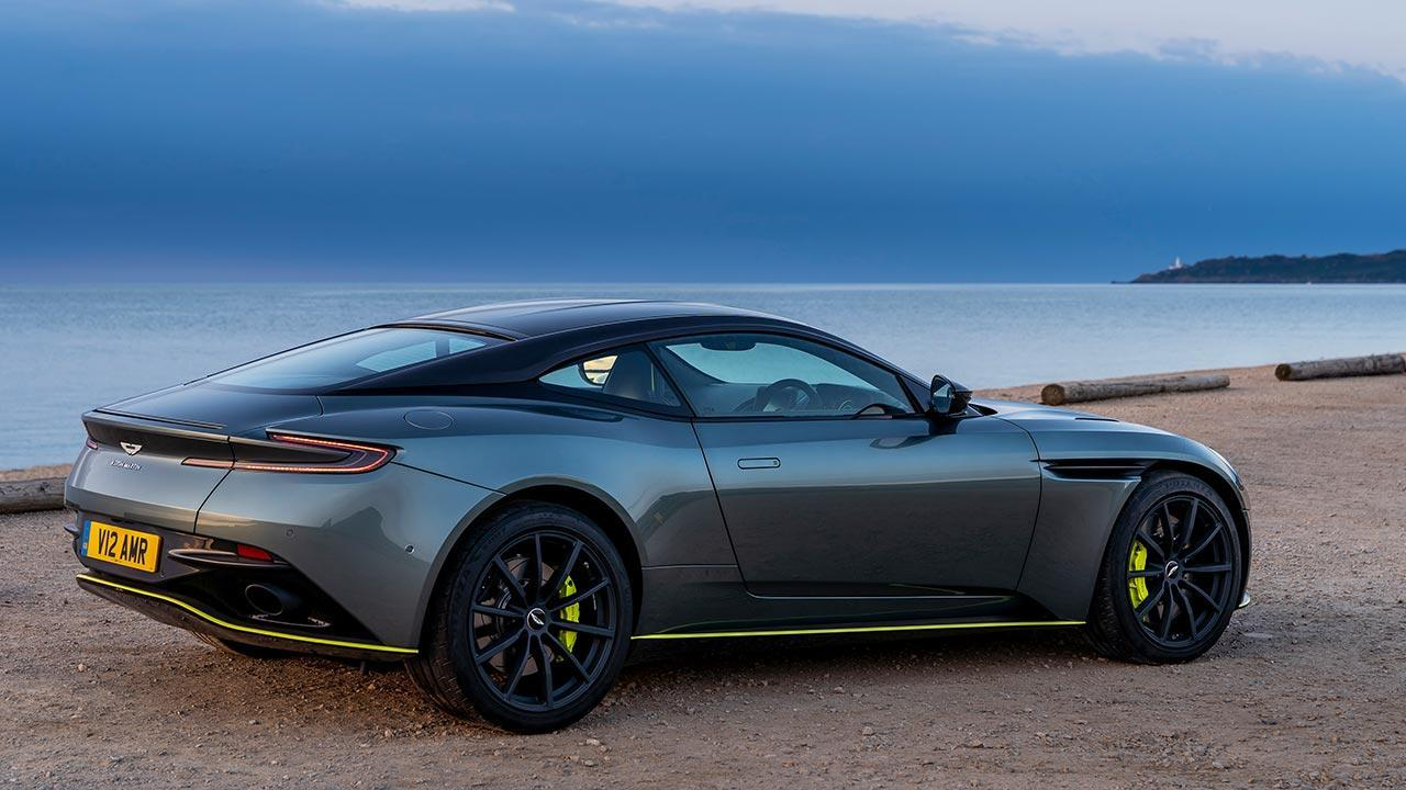 Aston Martin DB11 - am Strand