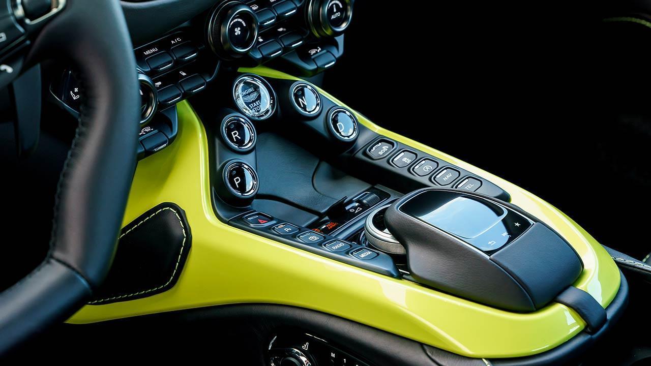 Aston Martin Vantage - Mittelkonsole