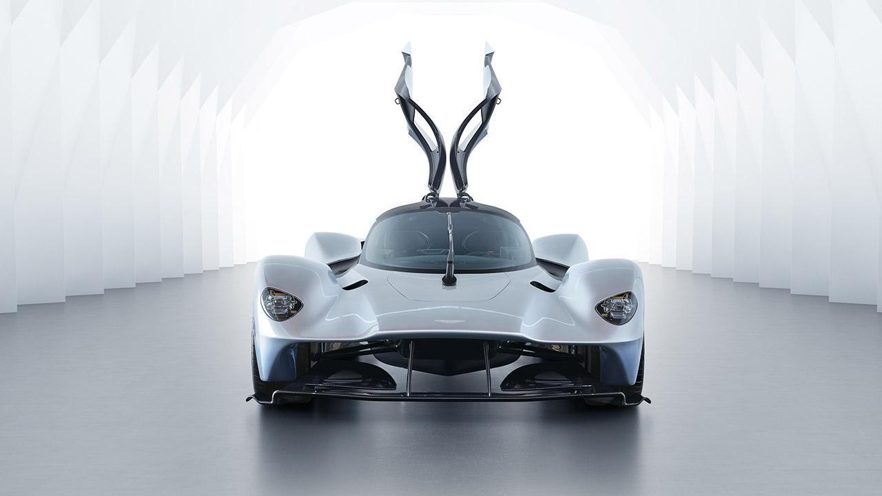 Aston Martin Valkyrie - Frontansicht mit offenen Türen