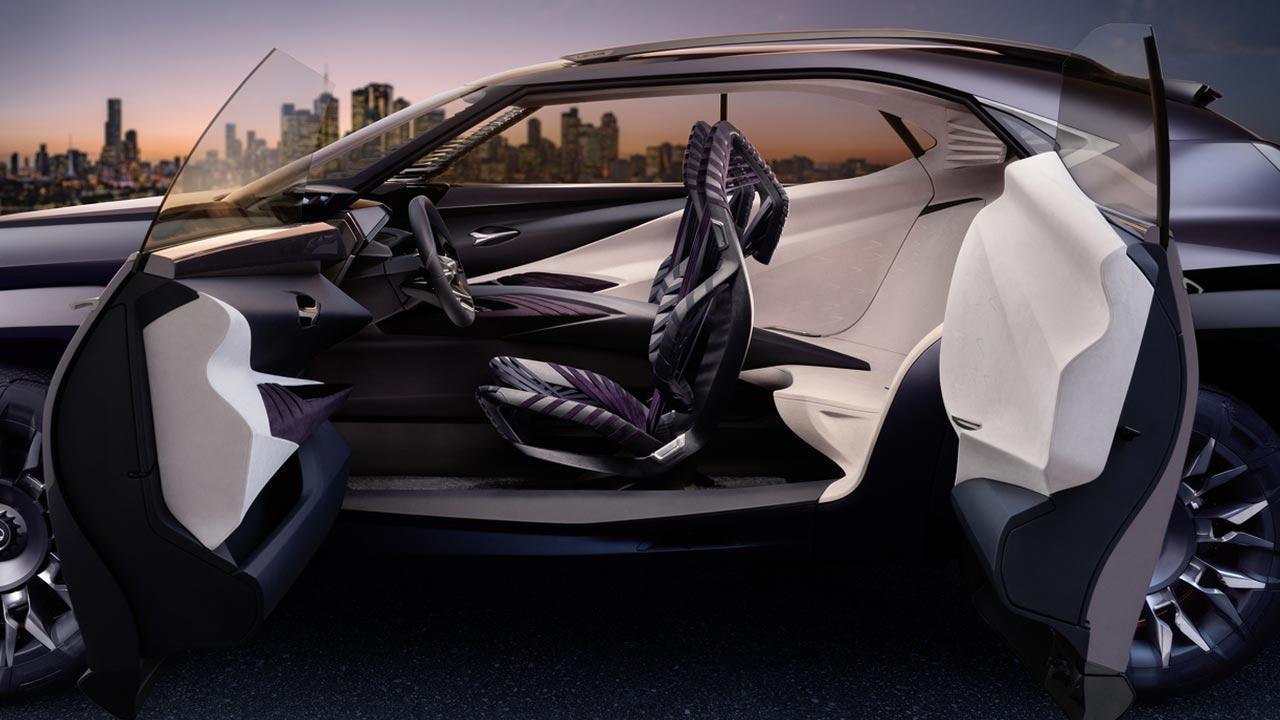 Lexus UX - Seitenansicht offen