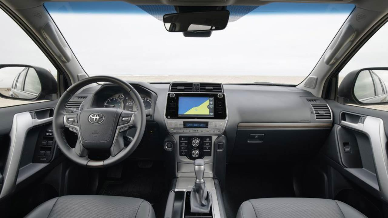 Toyota Land Cruiser - Cockpit