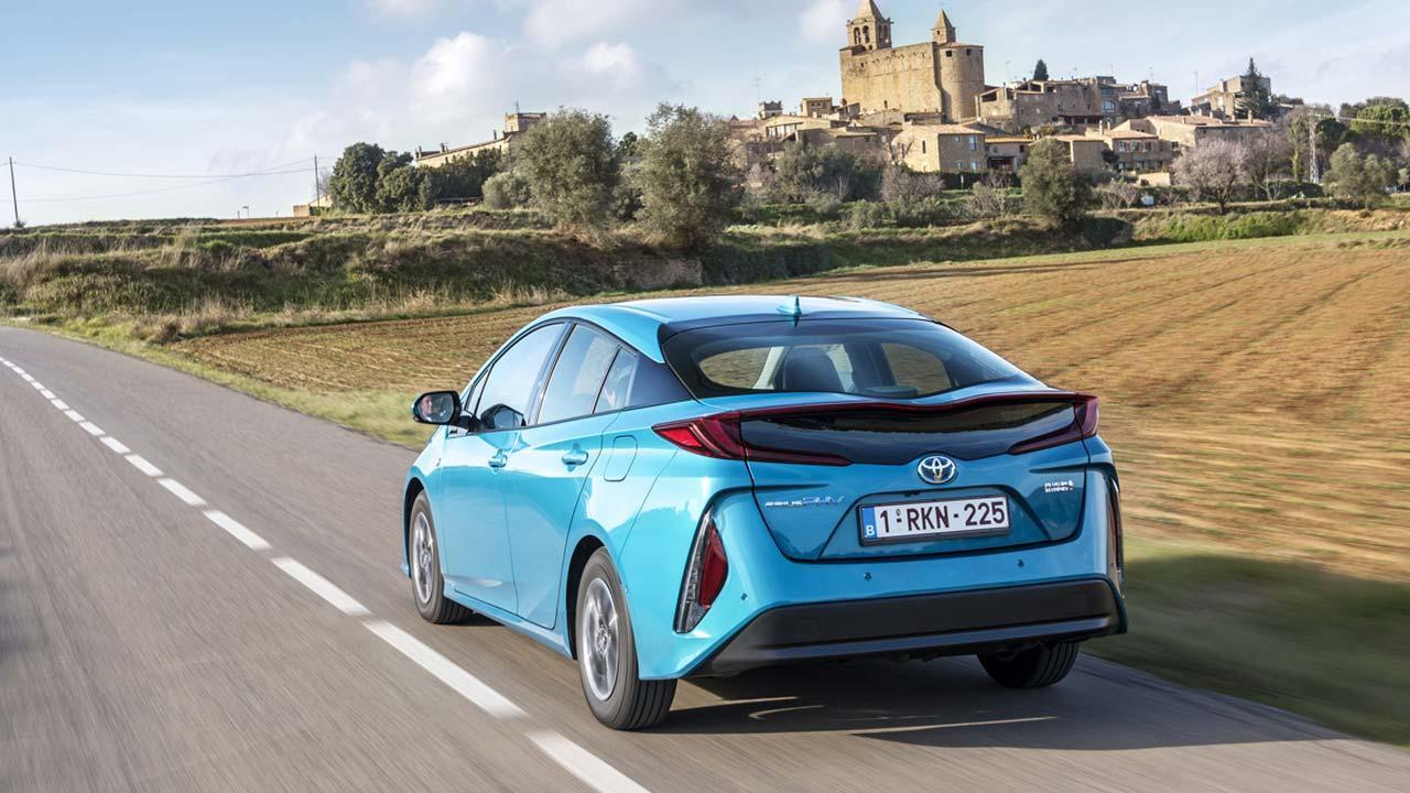 Toyota Prius Plug-in Hybrid - auf der Landstraße