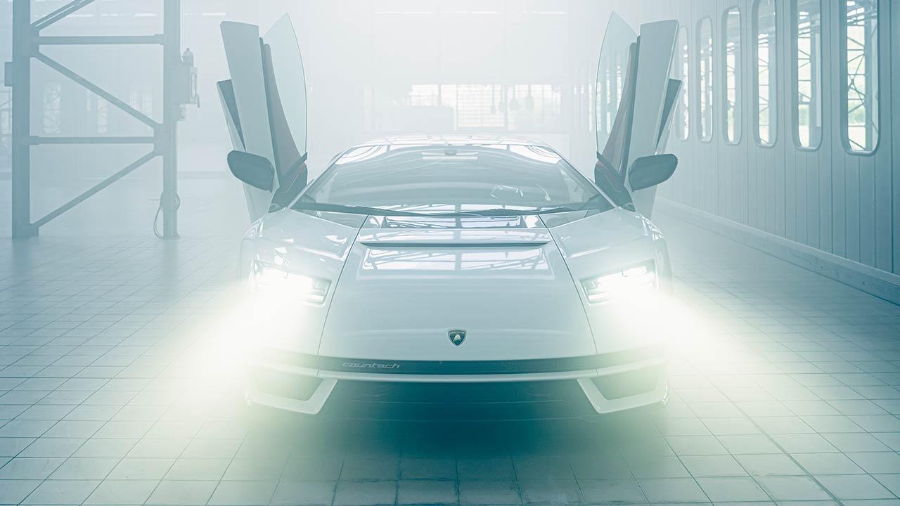 Lamborghini Countach LPI 800-4 - mit offenen Flügeltüren