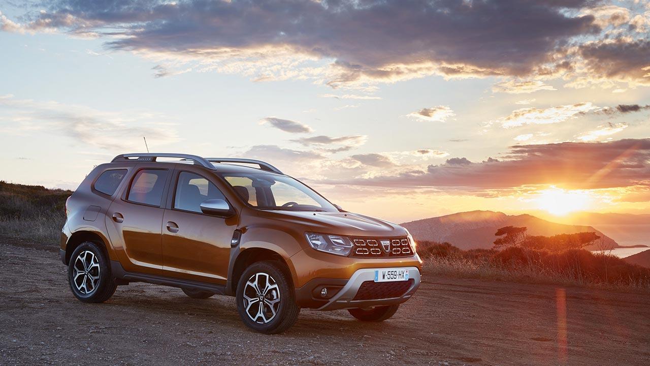Dacia Duster - im Sonnenuntergang