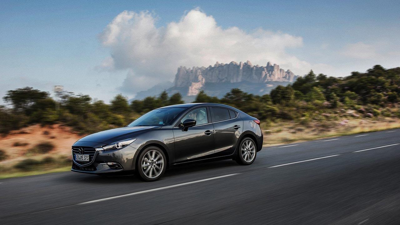 Mazda3 - Limousine seitliche Frontansicht