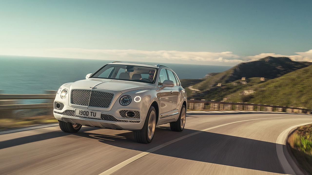 Bentley Bentayga Hybrid - an der Küste