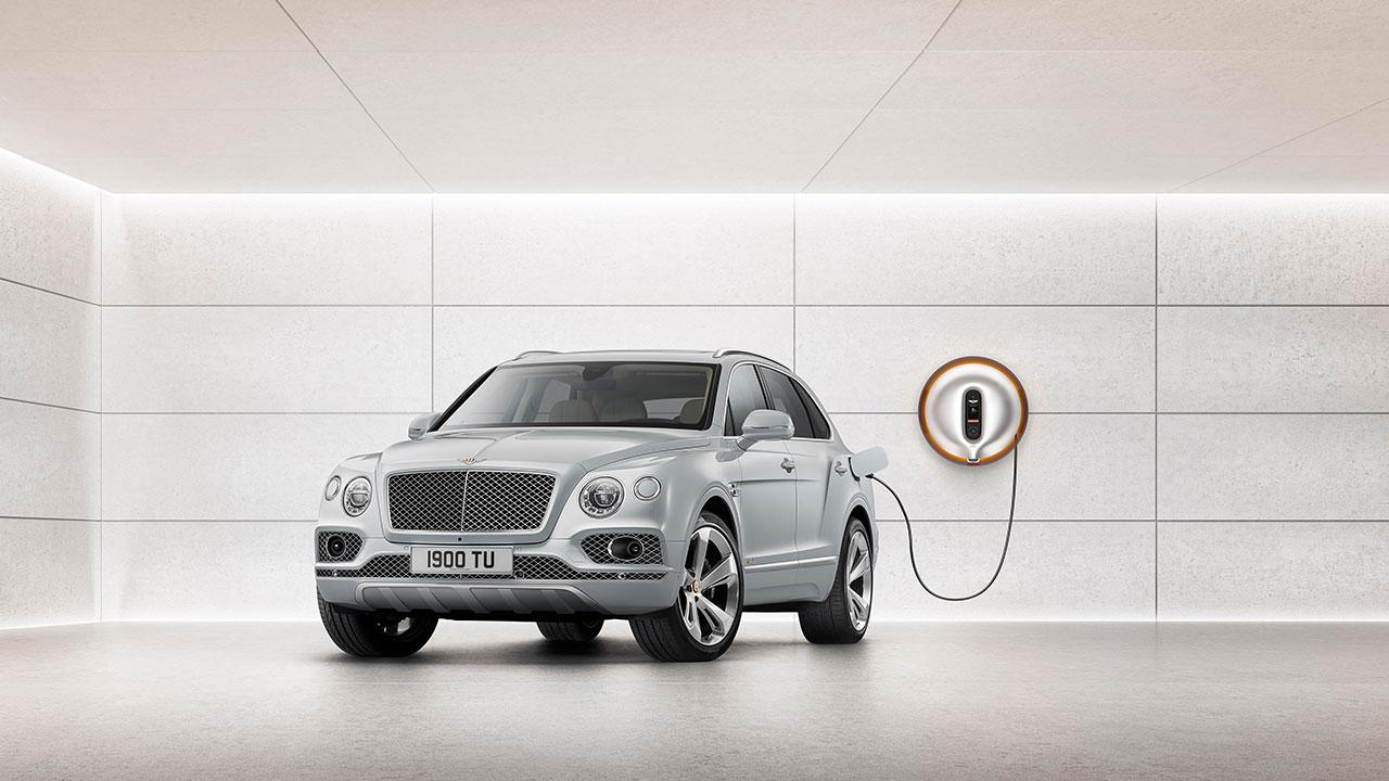 Bentley Bentayga Hybrid - plugged in