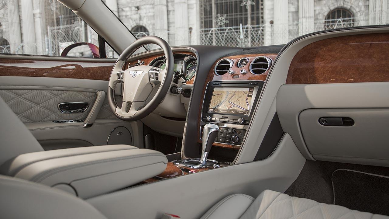 Bentley Flying Spur V8 - Cockpit