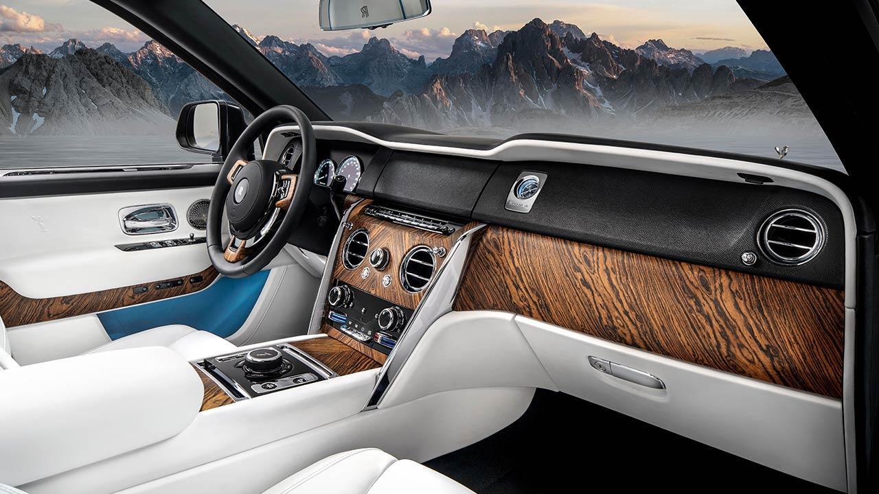 Rolls Royce Cullinan - Cockpit in Weiß
