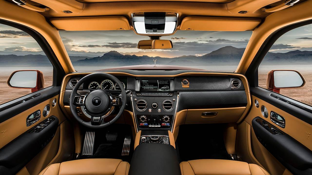 Rolls Royce Cullinan - Cockpit in Braun
