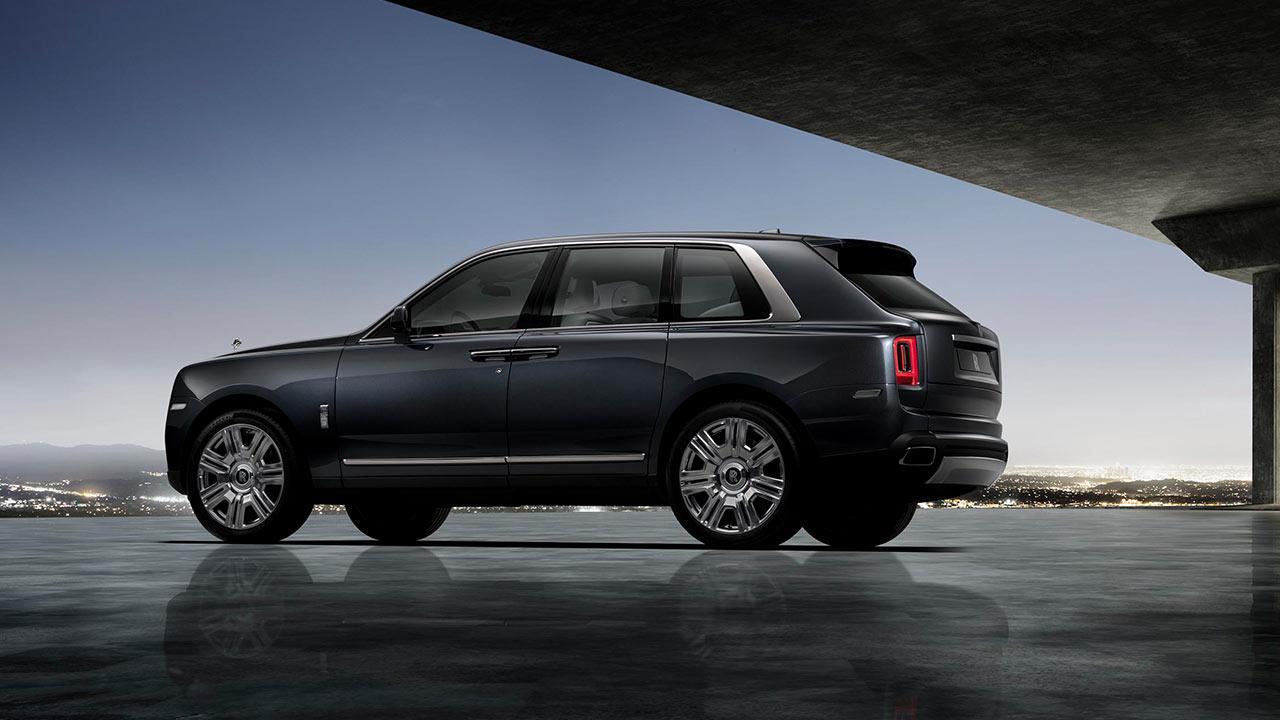 Rolls Royce Cullinan - am Flughafen