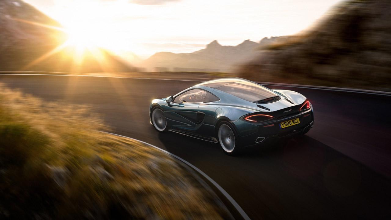 McLaren 570GT - auf einer Bergstraße