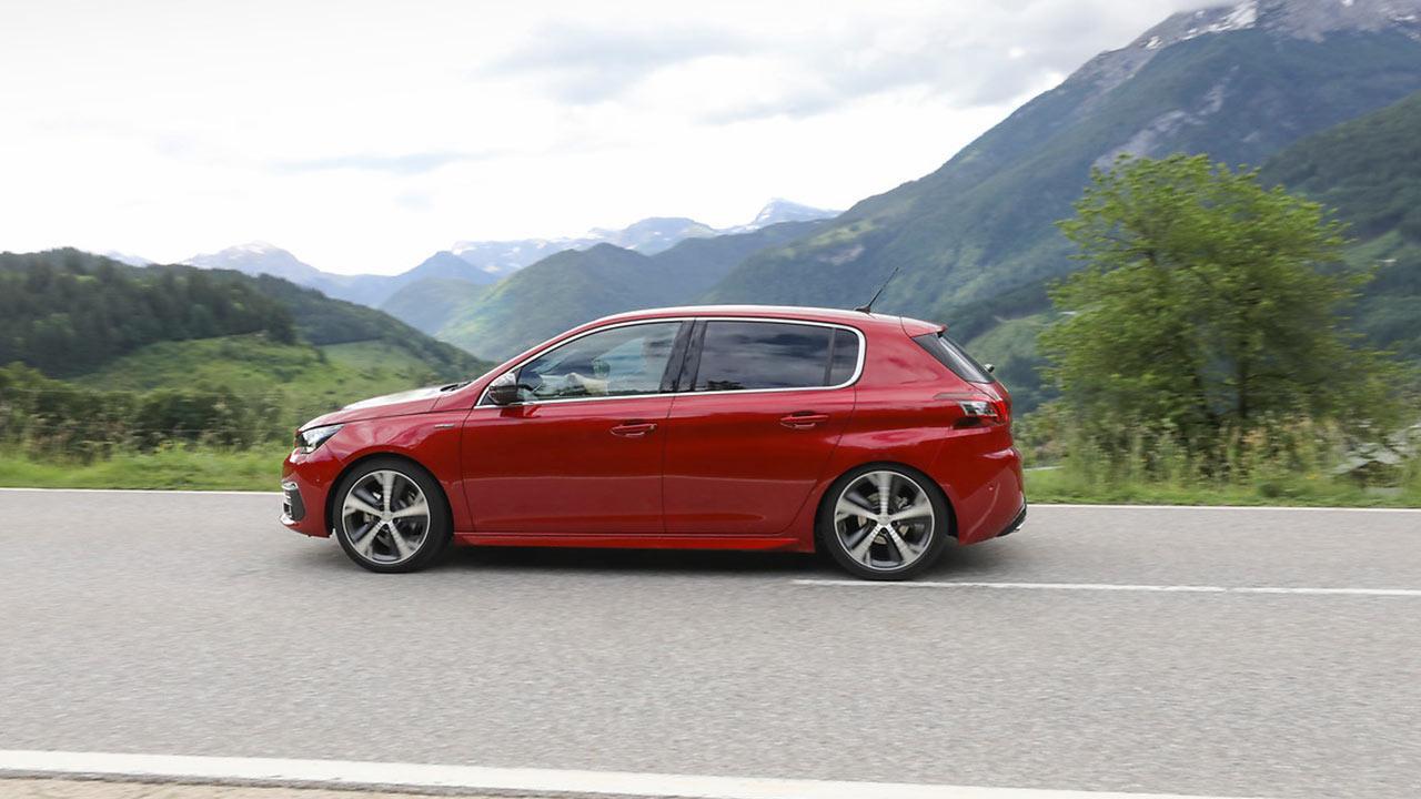 Peugeot 308 - auf der Landstraße