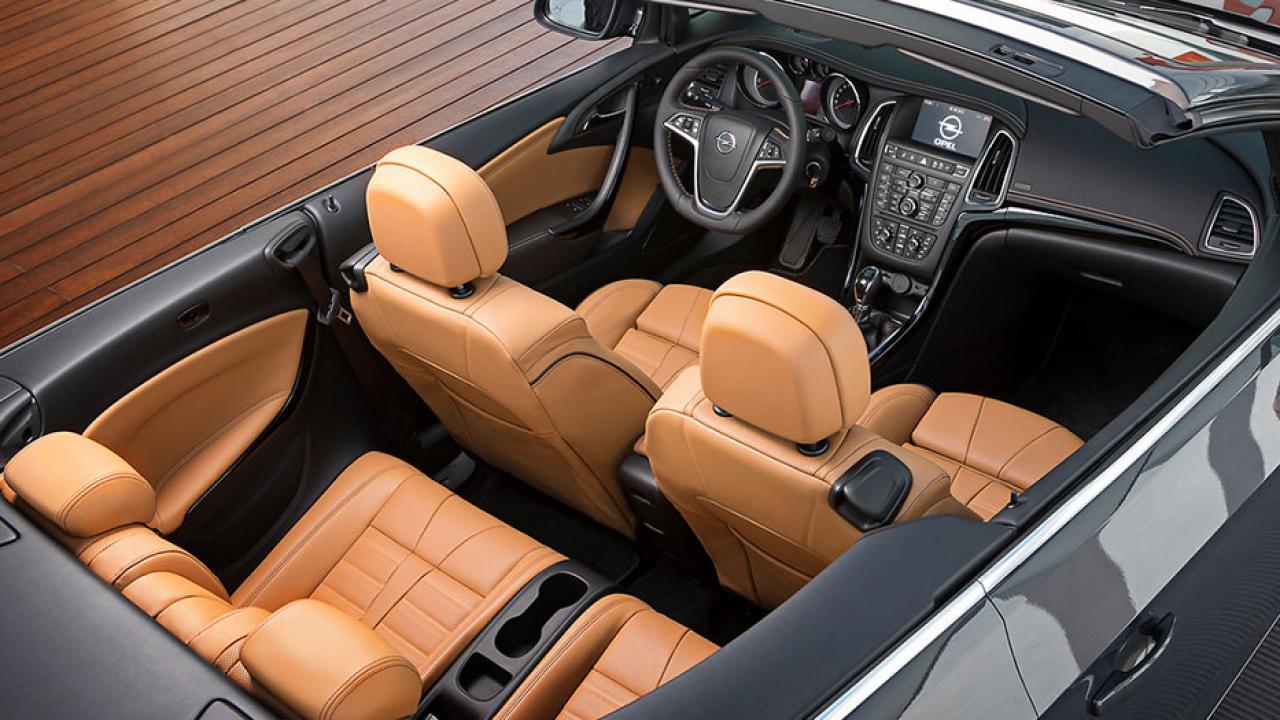 Opel Cascada - Cockpit mit Ledersitzen