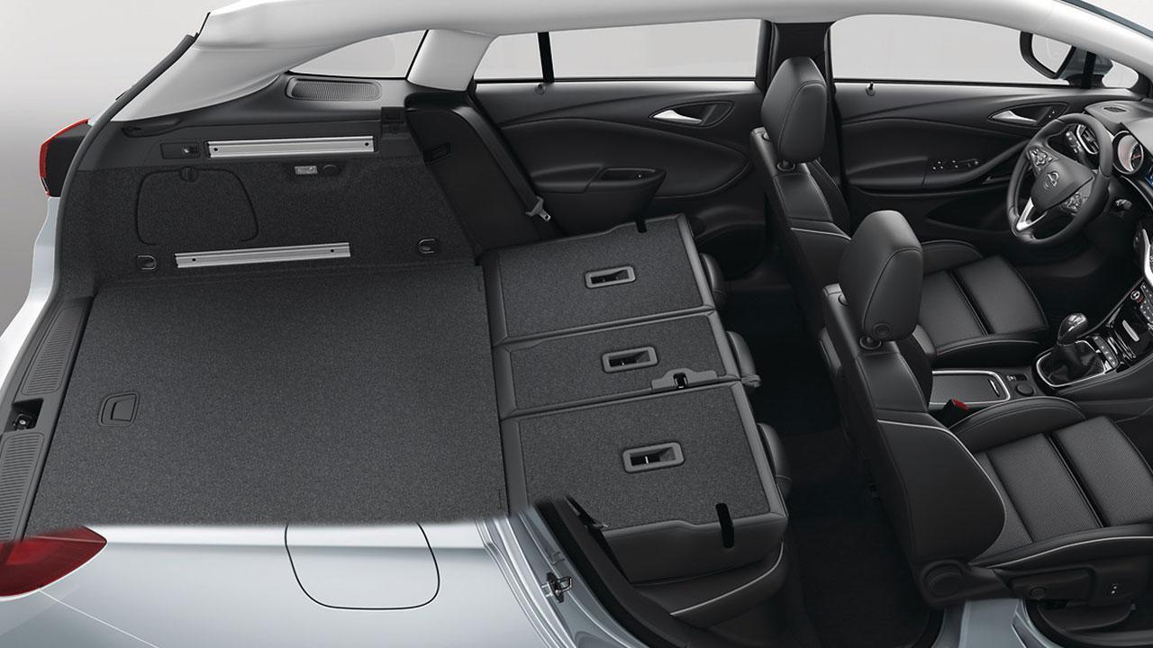 Opel Astra Sports Tourer - Rücksitze geklappt